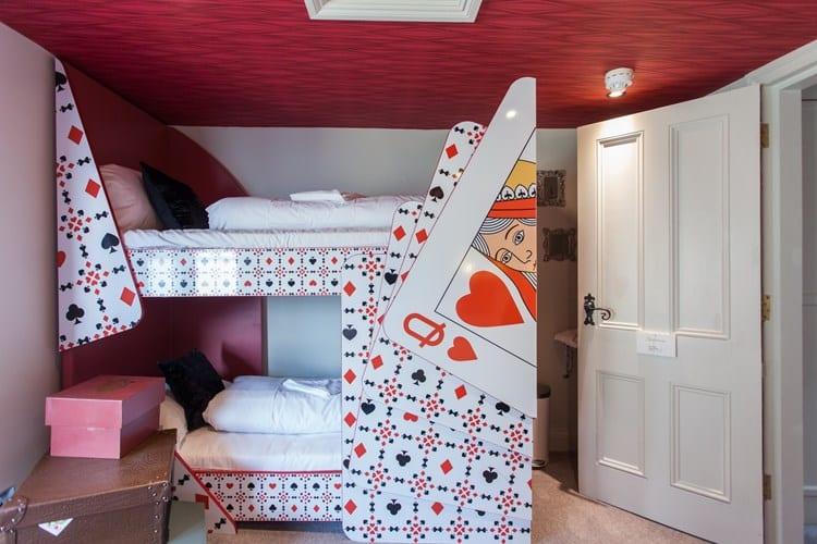 Queen of Hearts bunkbeds